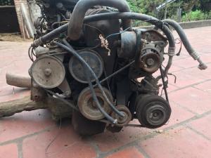 Động cơ, hộp số, mâm lốp, giảm sóc của xe  nissan bluebird đời 1992