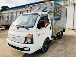 Hyundai Porter H150 thùng kín, màu trắng , động cơ dầu