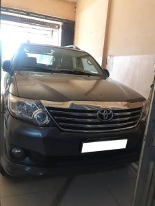 Gia đình cần bán Toyota Fortuner 2012, số sàn, máy dầu, màu xám chì