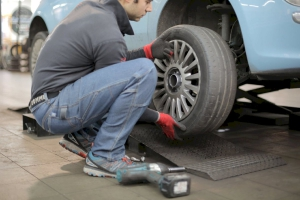 7 nguyên tắc thay lốp xe ô tô an toàn, dễ dàng và nhanh chóng
