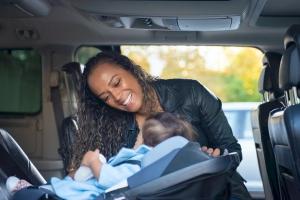 Trẻ em ngồi vị trí nào an toàn nhất trên ô tô?