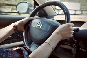Kỹ thuật rẽ trái an toàn khi lái xe ô tô trong thành phố