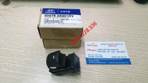 935763X001RY  Công tắc bấm kính đơn Elantra