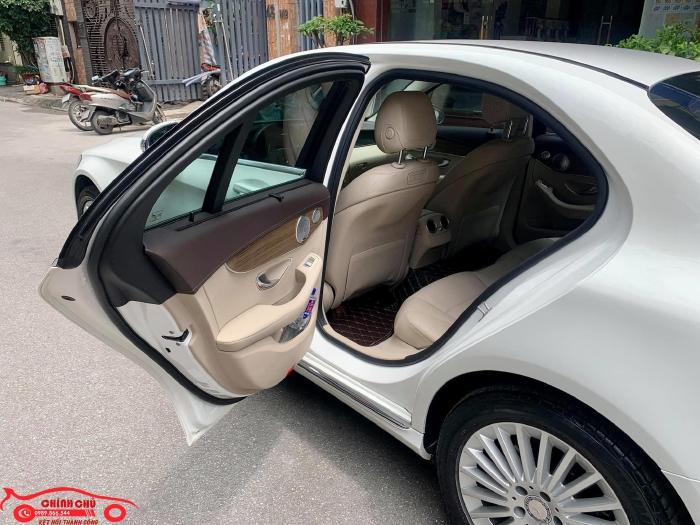 Xe Chính Chủ bán Mercedes C250 Exclusive 2017 màu trắng nội thất kem sang trảnh và lịch lãm, giá tốt 3