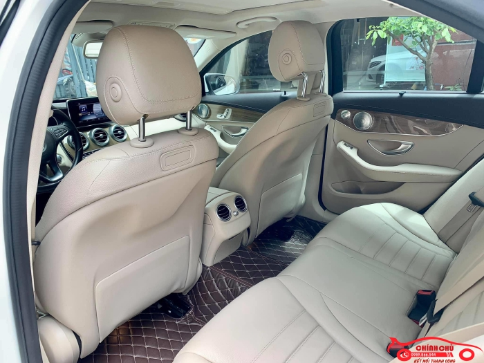 Xe Chính Chủ bán Mercedes C250 Exclusive 2017 màu trắng nội thất kem sang trảnh và lịch lãm, giá tốt 0