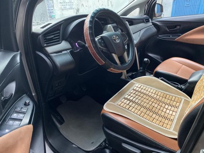 ần bán Toyota Innova 2018 số sàn màu nâu rất đẹp 3