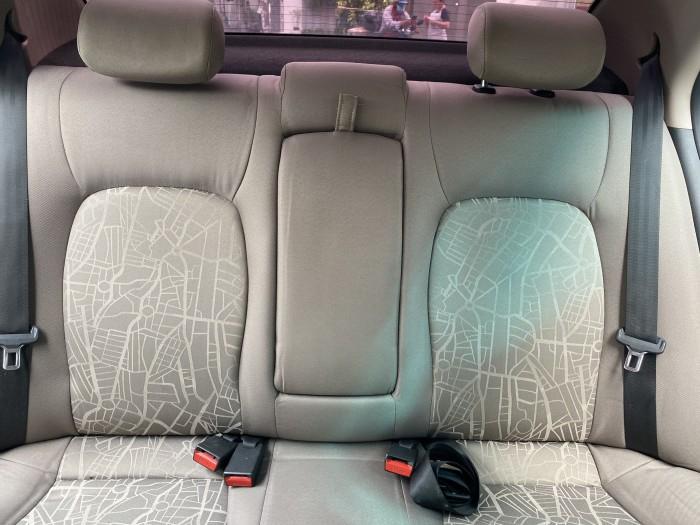 Cần bán xe i10 2017, số sàn, màu trắng tinh ngọc trinh còn mới tinh 7