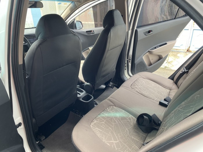 Cần bán xe i10 2017, số sàn, màu trắng tinh ngọc trinh còn mới tinh 0