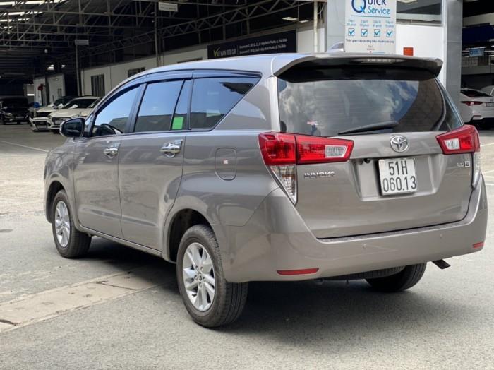 Toyota innova E 2.0MT 2019 màu đồng biển SG 5
