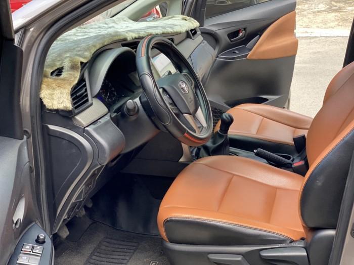 Toyota innova E 2.0MT 2019 màu đồng biển SG 14