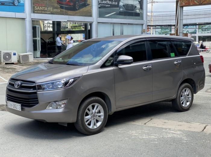 Toyota innova E 2.0MT 2019 màu đồng biển SG 7