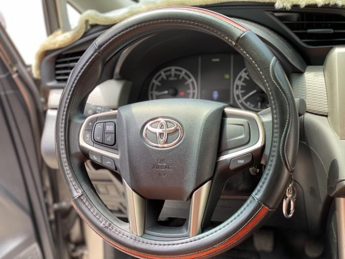 Toyota innova E 2.0MT 2019 màu đồng biển SG 9