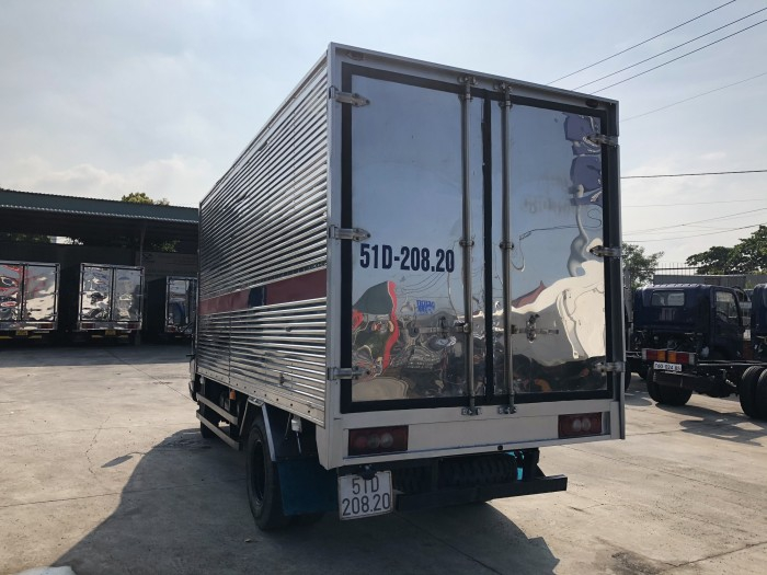 Cần Bán Gấp Xe Tải Hyundai IZ49 2.4 Tấn Thùng Kín Inox 304 1