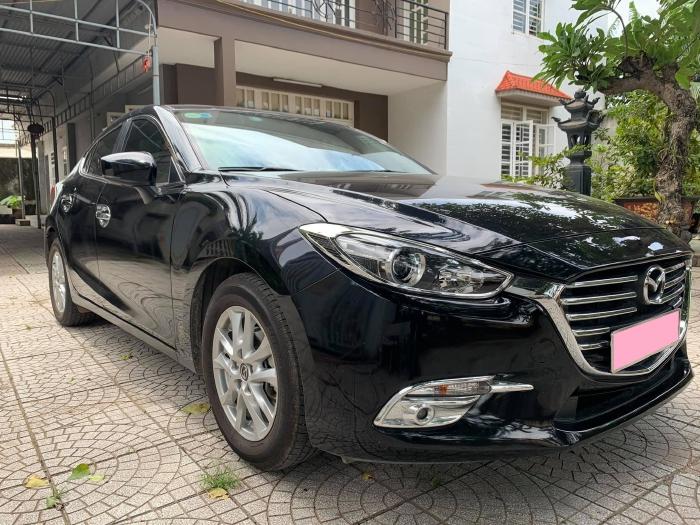 Cần bán Mazda 3 facelift model 2019, số tự động, màu đen.