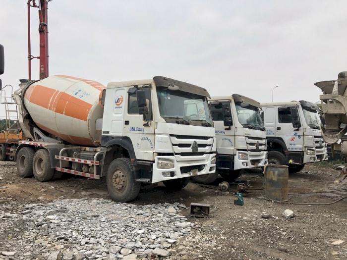Giá xe trộn bê tông Howo 12 khối từ Hà Nội