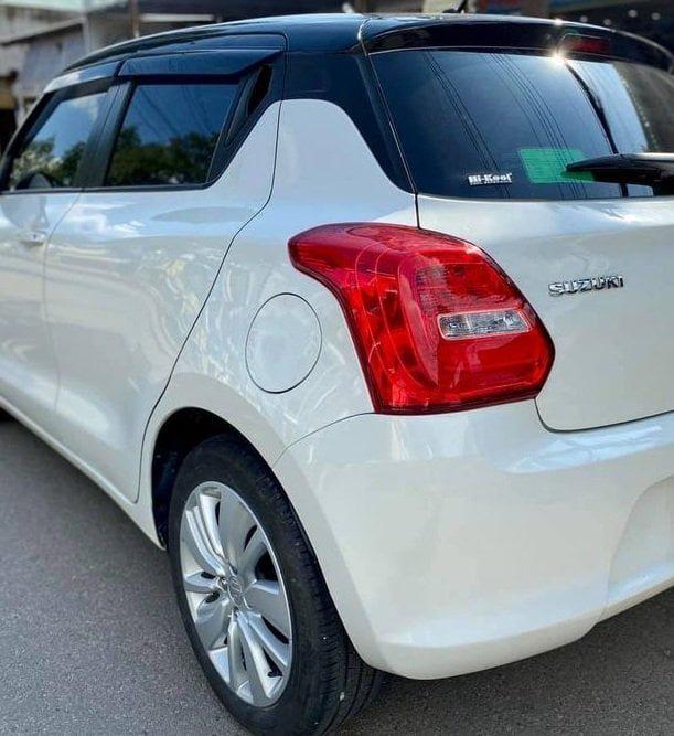 Cần bán xe Suzuki swift 2019, số tự động, màu trắng còn mới tinh