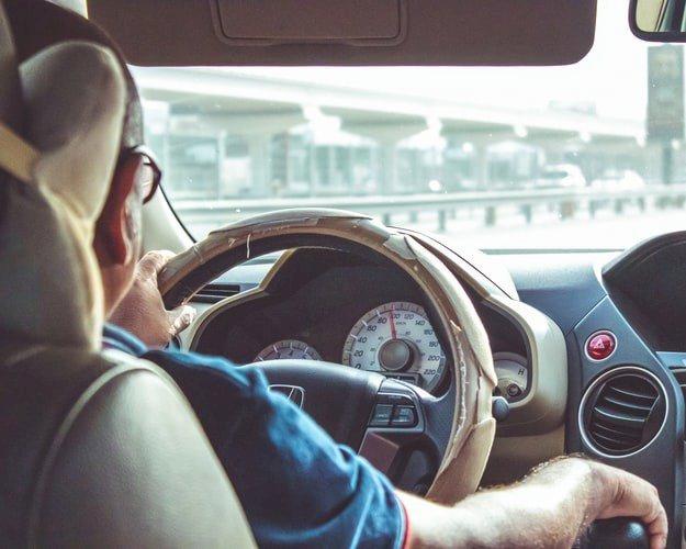 Kỹ thuật phanh xe ô tô khẩn cấp đúng cách, an toàn khi gặp tình huống bất ngờ