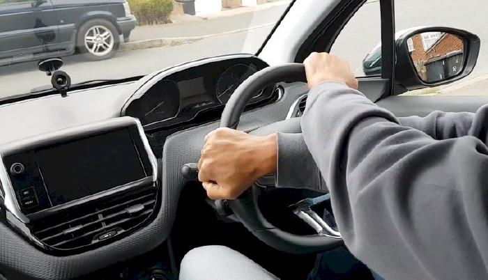 Đánh lái chéo tay