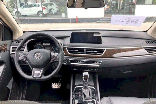 Phần nội thất của Dongfeng Glory 580 có nét giống trên xe BMW.