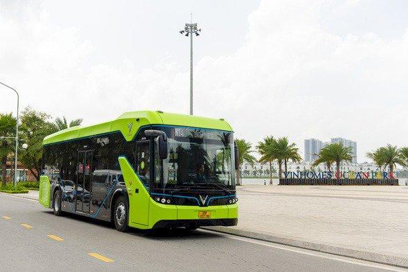 Xe buýt điện thông minh đầu tiên của Việt Nam chính thức lăn bánh