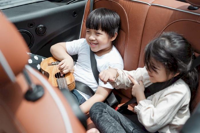 Làm thế nào để tăng độ an toàn cho trẻ em khi ngồi xe?