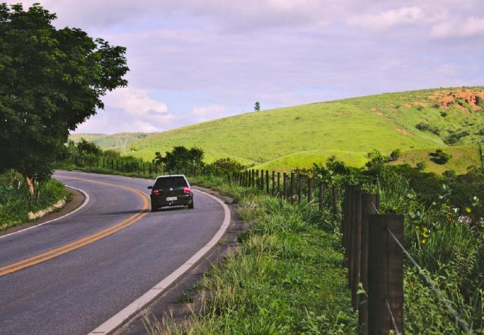 Xác định hướng khi xe ô tô đang di chuyển trên đường
