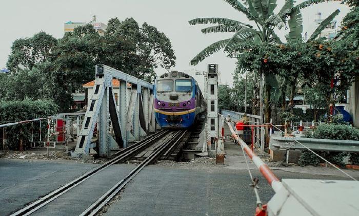 Kinh nghiệm lái xe ô tô băng qua đường sắt an toàn