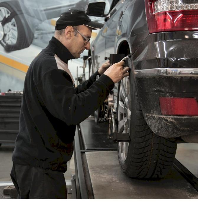 Luôn giữ cho lốp ô tô đủ hơi