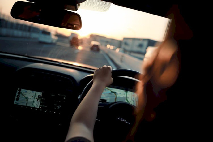 Giữ tốc độ lái xe một cách đều đặn