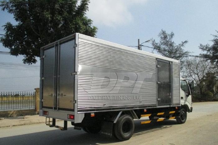 Xe tải Hino 3.5 Tấn, thùng kín inox 5.7m