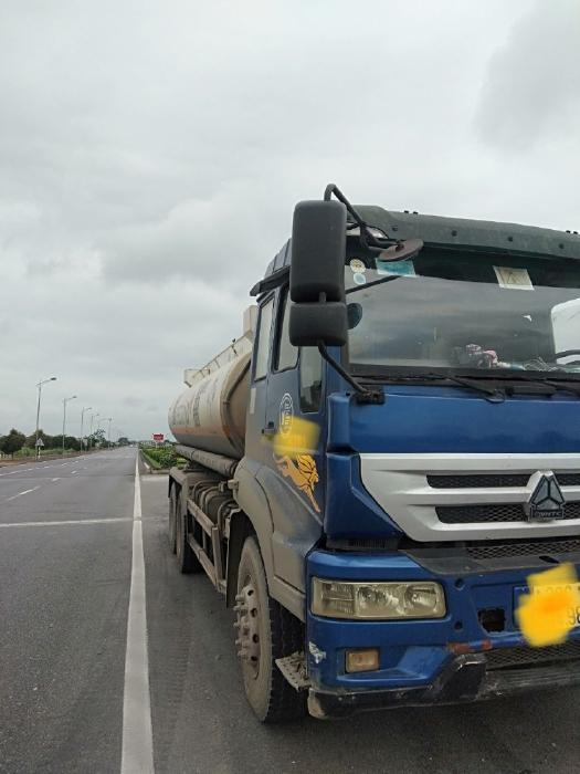 Bán xe téc chở xăng dầu 16 khối howo nhập khẩu 2015
