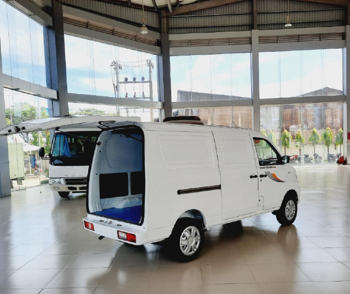 Thaco Towner Van2S, tải trọng 945kg, lưu thông 24/24 trong thành phố