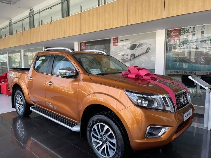 Nissan Navara 2020 giá chạm đáy