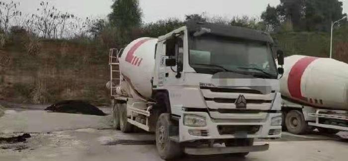 Bán xe trộn bê tông Hovo đời 2017 12 khối 3 chân