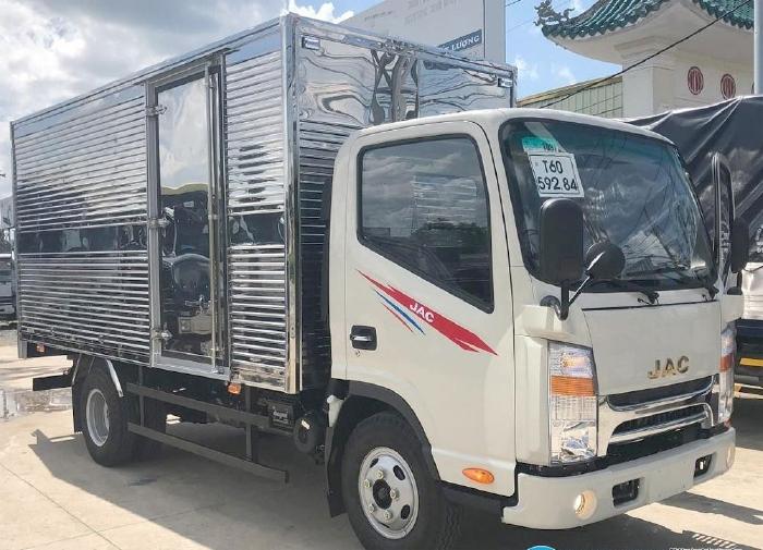 Xe tải JAC N200 tải 1.9T, thùng dài 4m4, máy ISUZU