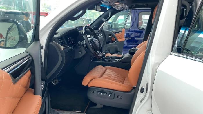 Bán Lexus Lx570 MBS màu trăng, sản xuất 2021, xe có sẵn giao ngay.